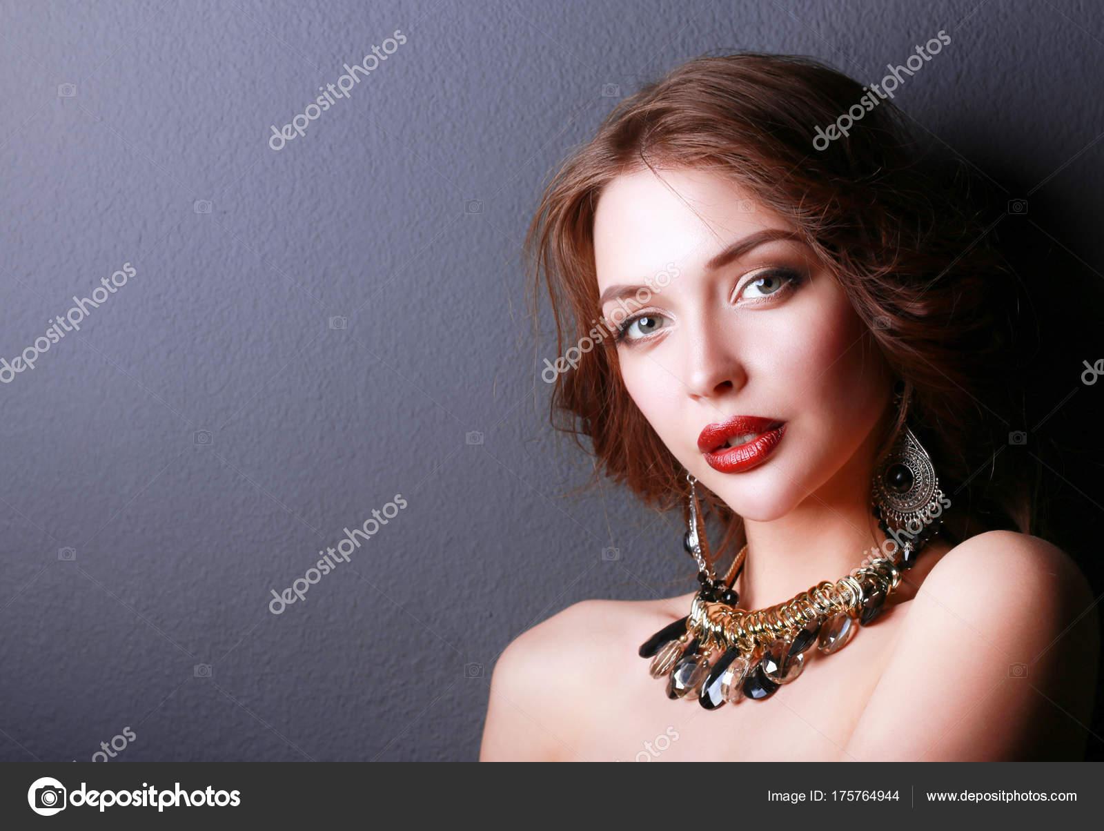 Maquillaje noche vestido negro
