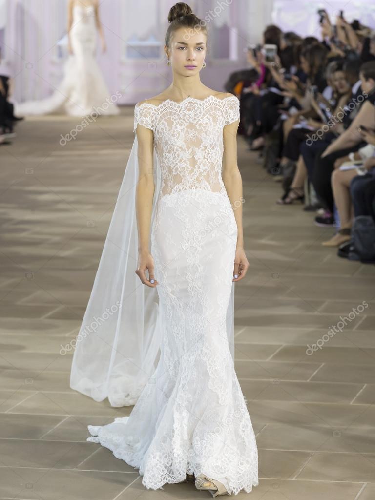 5e91e98e0e2cc Ines Di Santo - Fall 2017 Collection - New York Fashion Week Bri — Stock  Photo