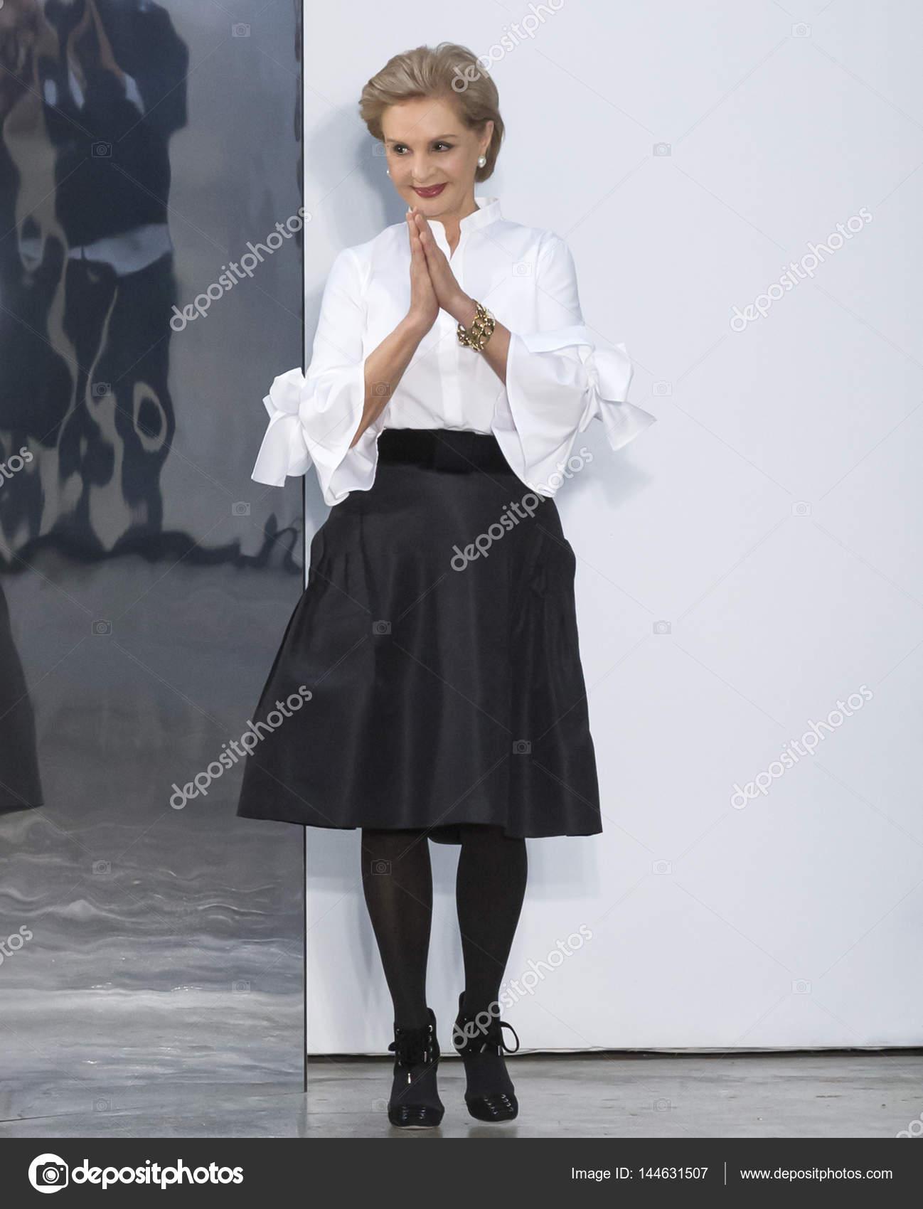 Nova York, Ny - 13 de fevereiro de 2017  Passeios Designer Carolina Herrera  o desfile para a moda de Carolina Herrera Outono Inverno 2017 durante a  semana ... f894850663