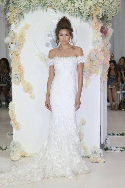 Julie Vino - Fall 2018 Collection - New York Fashion Week Bridal