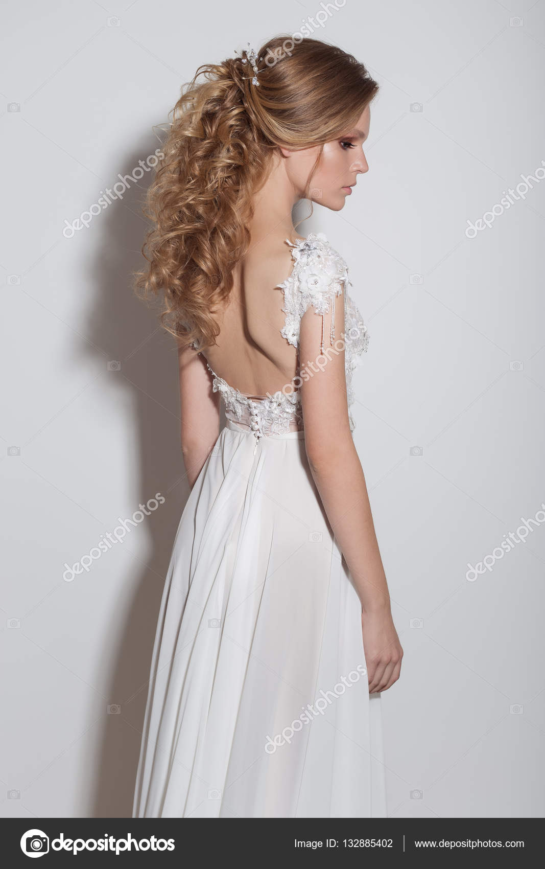 beautiful wedding hairstyle on long hair blonde, big curls in the ...
