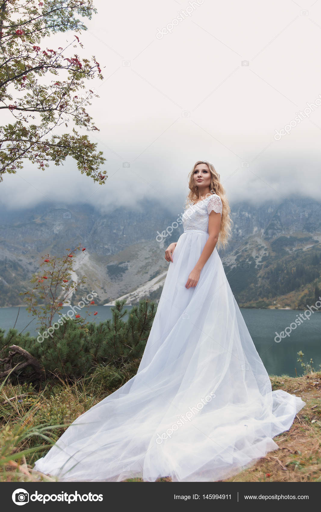 schöne sanfte Mädchen Braut in die Luft Fee Blau Brautkleid mit ...