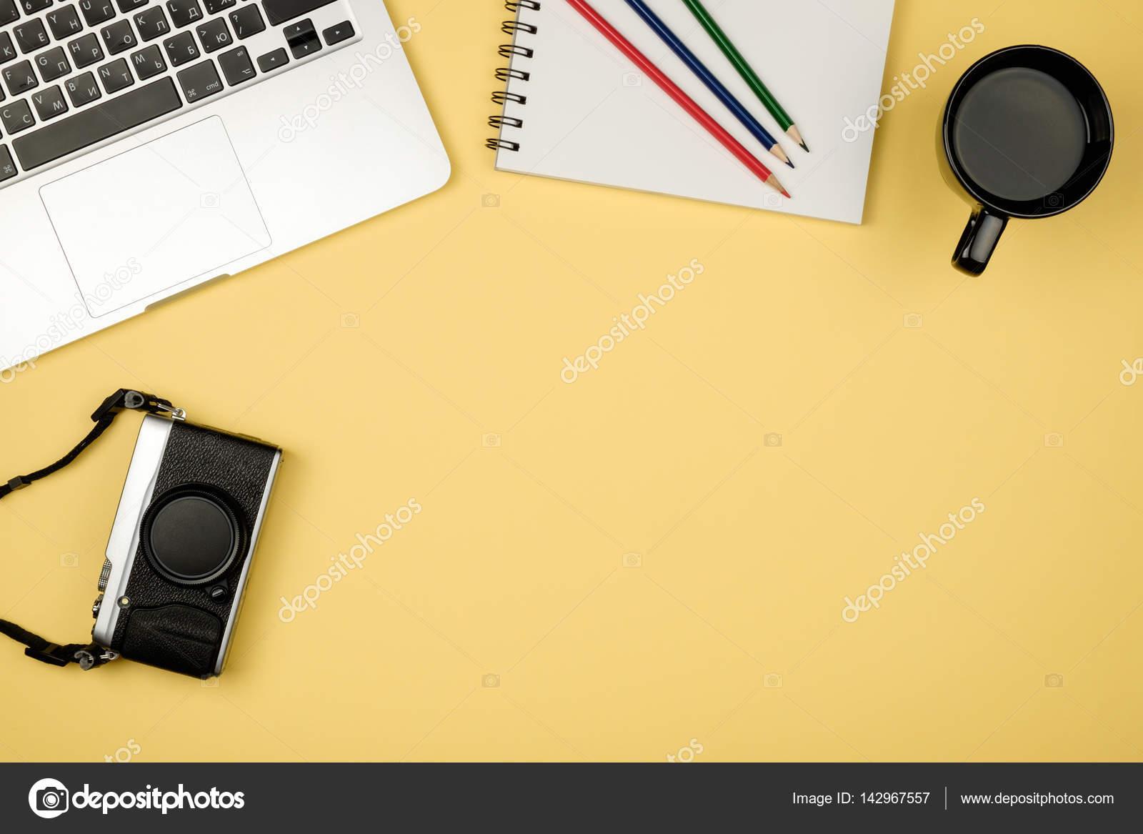 https://st3.depositphotos.com/3450477/14296/i/1600/depositphotos_142967557-stock-photo-high-angle-view-of-office.jpg