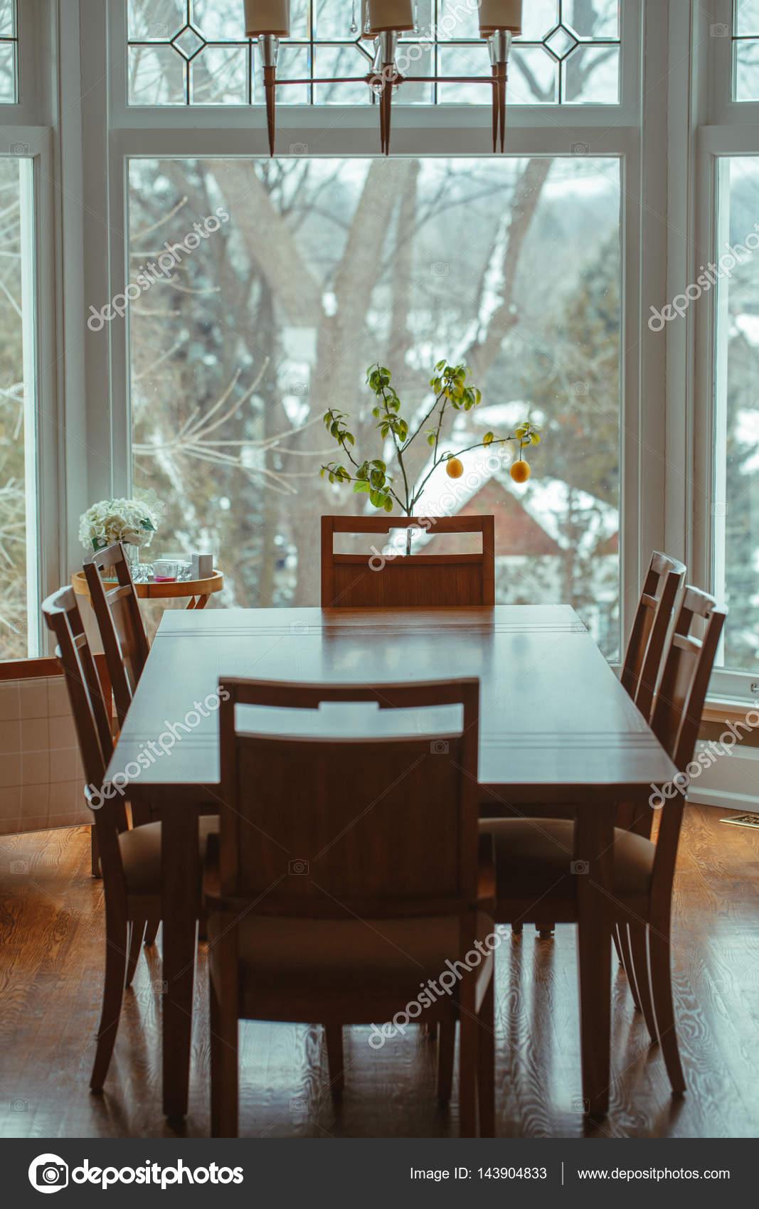 Tavoli Da Pranzo Classici In Legno.Tavolo Da Pranzo Classico In Legno Foto Stock C Anoushkatoronto