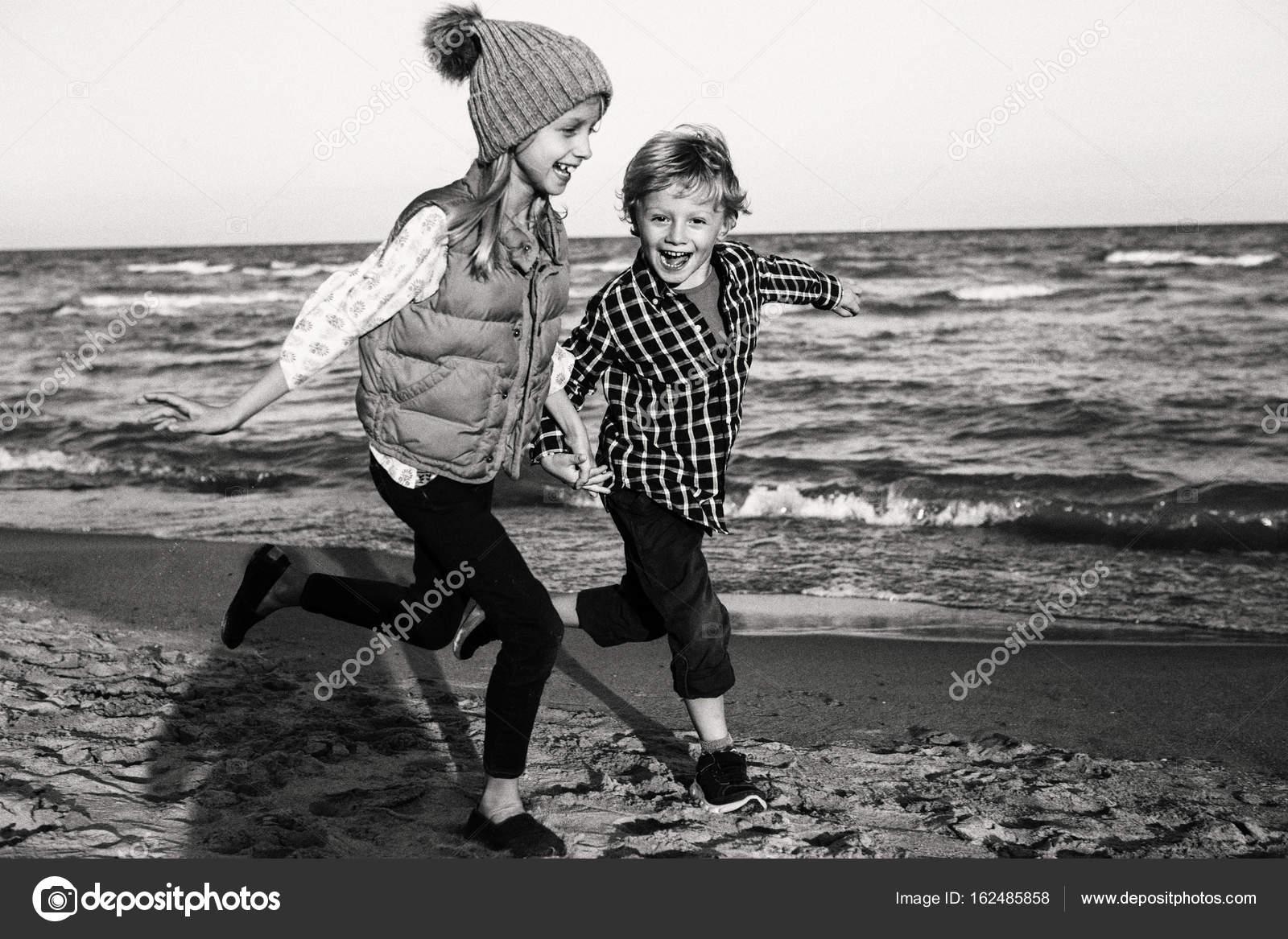 Imágenes: Niños Jugando En Blanco Y Negro