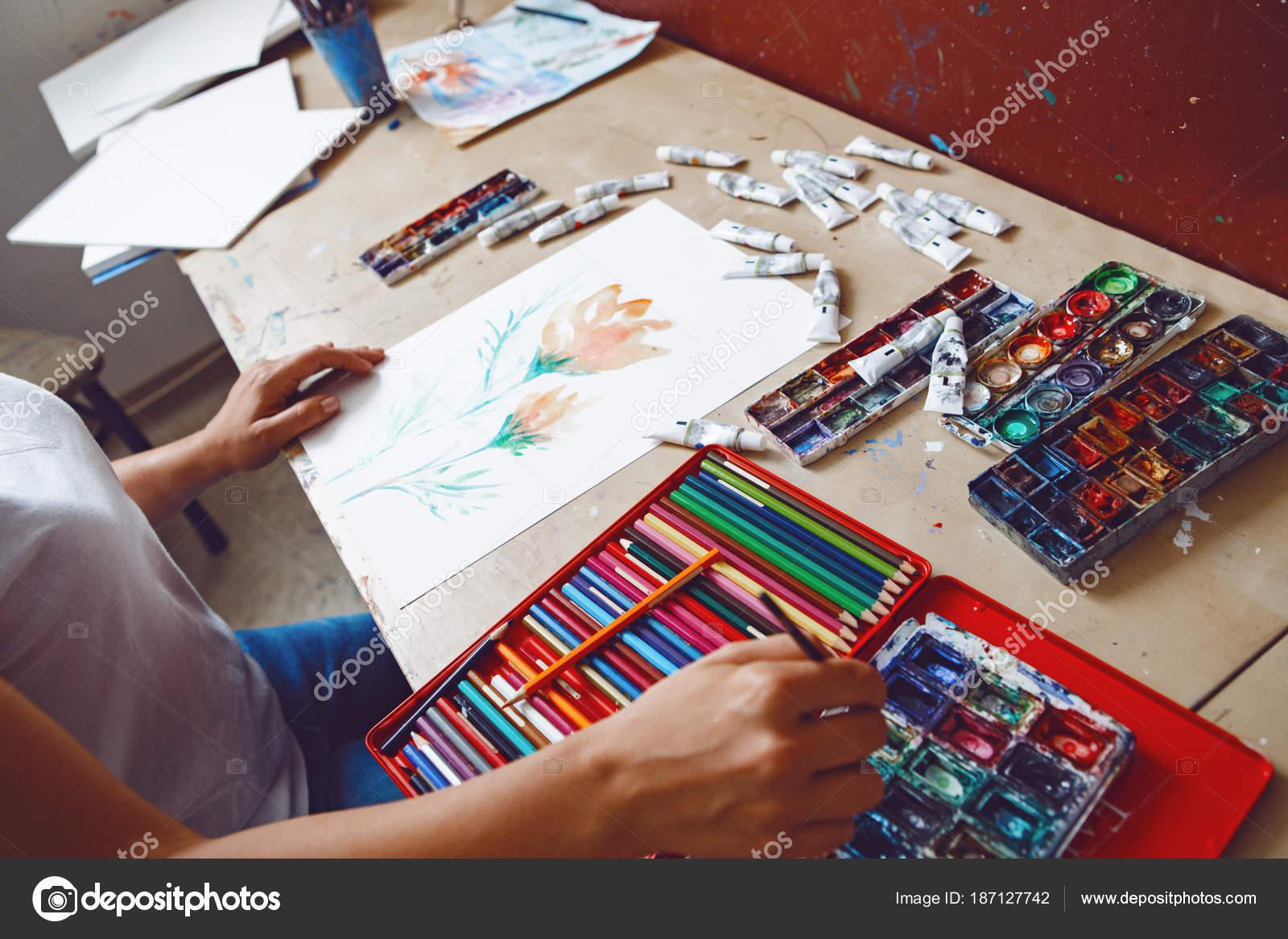 Detailni Zaber Bile Kavkazskych Kreslirce Kresleni Malovani Akvarelu
