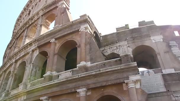 Koloseum - hlavní turistické atrakce Rome, Itálie. Starověké římské ruiny římské civilizace.