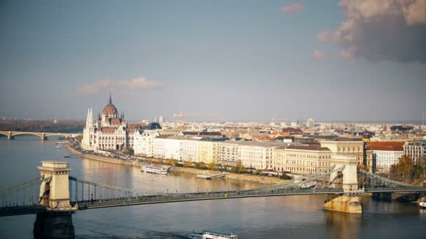 A Duna és az Országház, Magyarország Budapest panorámáját. Légifelvételek Budapest. Magyarország. Time-lapse