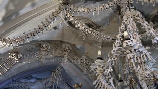Kutná Hora, Česká republika - říjen 2017: interiér Kostnice, Kostnice, Česká republika, Kutná Hora. Lidské kostry, lebky a kosti
