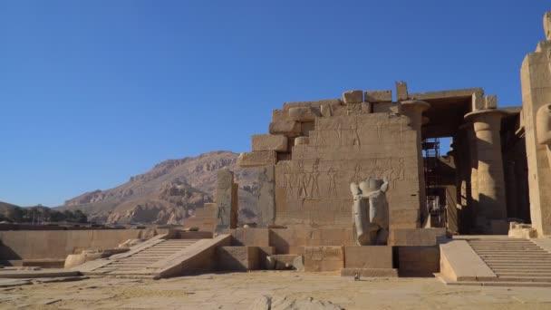 Ramesseum je památný chrám nebo pohřební chrám faraóna Ramesse II. Nachází se v thébské nekropoli v horním Egyptě, přes řeku Nil od moderního města Luxor. Egypt.