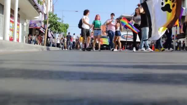 Culiacan, Sinaloa, Mexiko -16. června 2019: Březen komunity LGBT požadovat rovnost a právo na manželství a adopci.