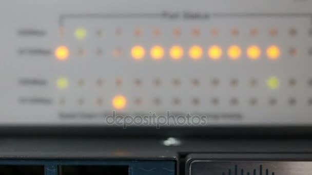 Přiblížit stav světla a spojení na síťovém serveru