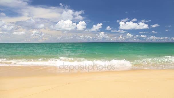 Idylické tropické tyrkysové pláž s bílým pískem pobřeží Andamanského moře Phuket Beach Thajsko