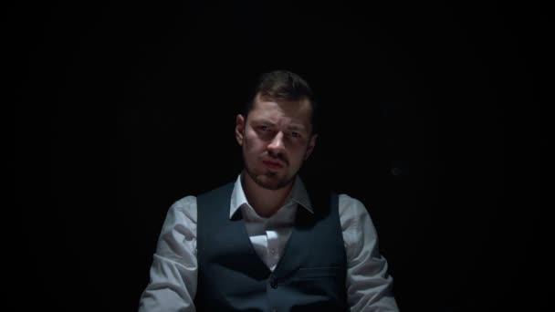Gettare le carte del giocatore di poker