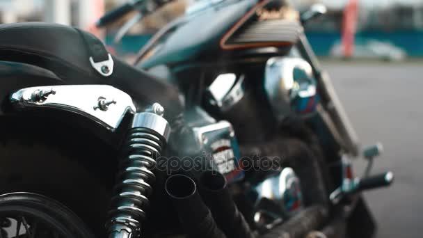 Honda shadow motocyklu nečinnosti zblízka výfukového potrubí