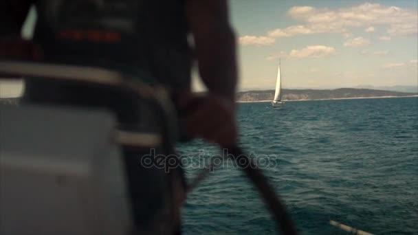 A kapitányok kerék a jacht és vitorlás hajó luxus yacht