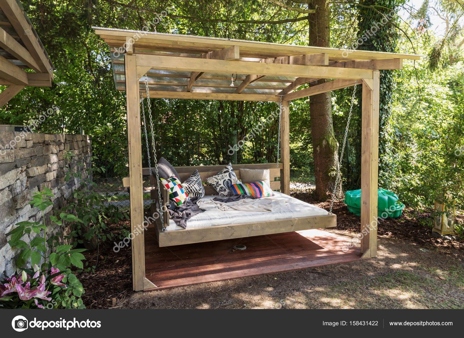 rocking bed pergola. garten-bett mit kissen — stockfoto © nadak2