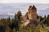Hrad Kašperk poblíž malého města Kašperské Hory, český přední
