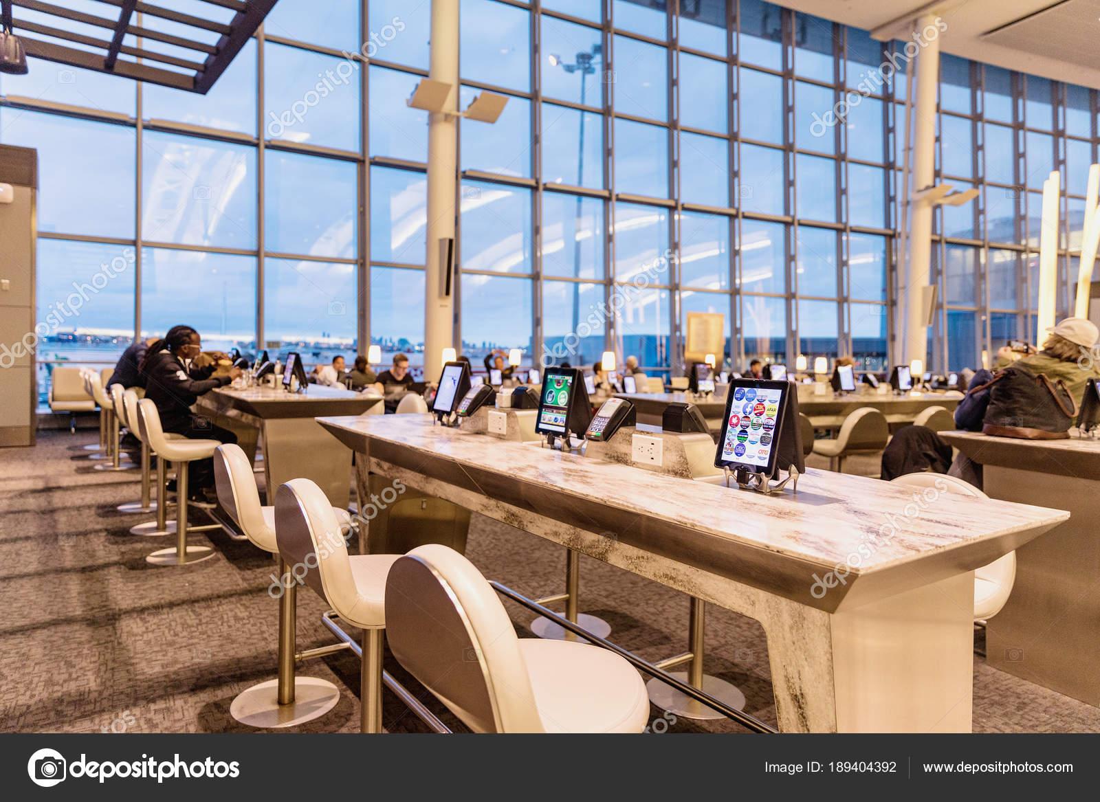 Toronto Canadá Marzo 2018 Moderno Interior Aeropuerto Toronto ...