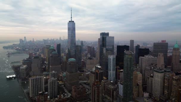 légi felvétel a gyönyörű Manhattan város felhős napon
