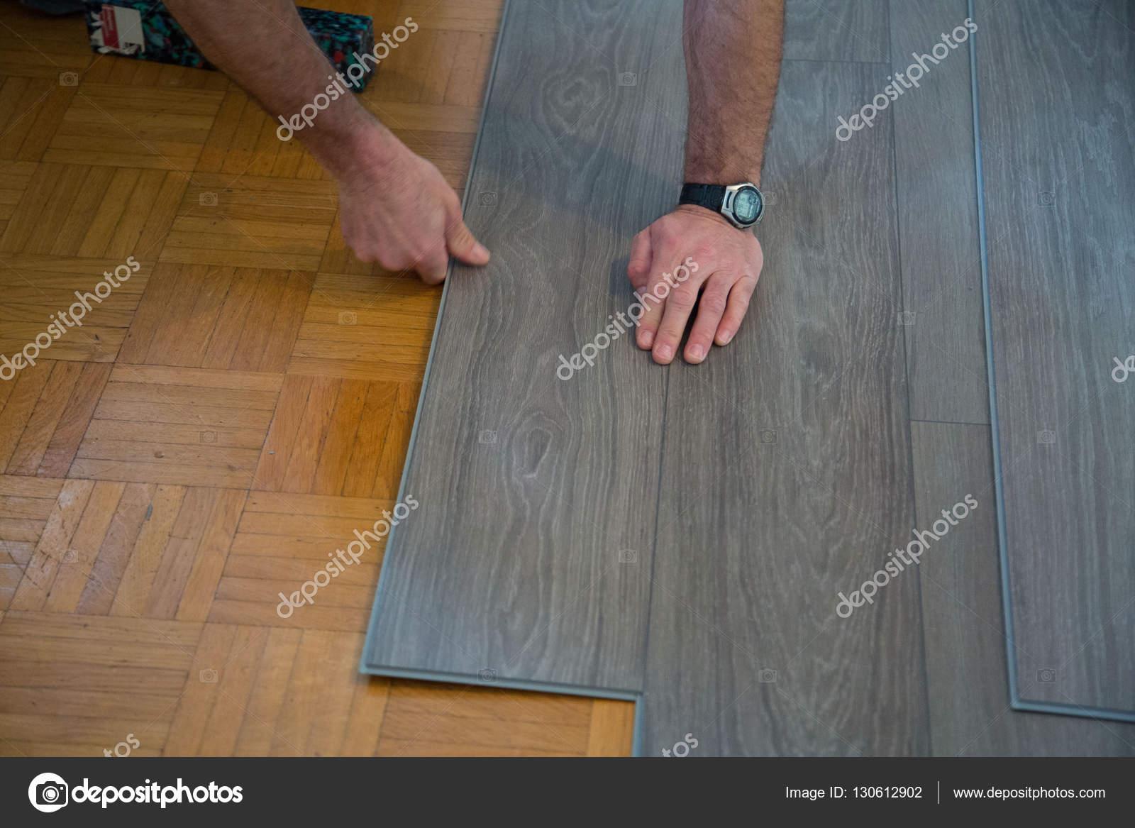 Betonlook of een vrolijk dessin vinyl op de vloer woonkrant