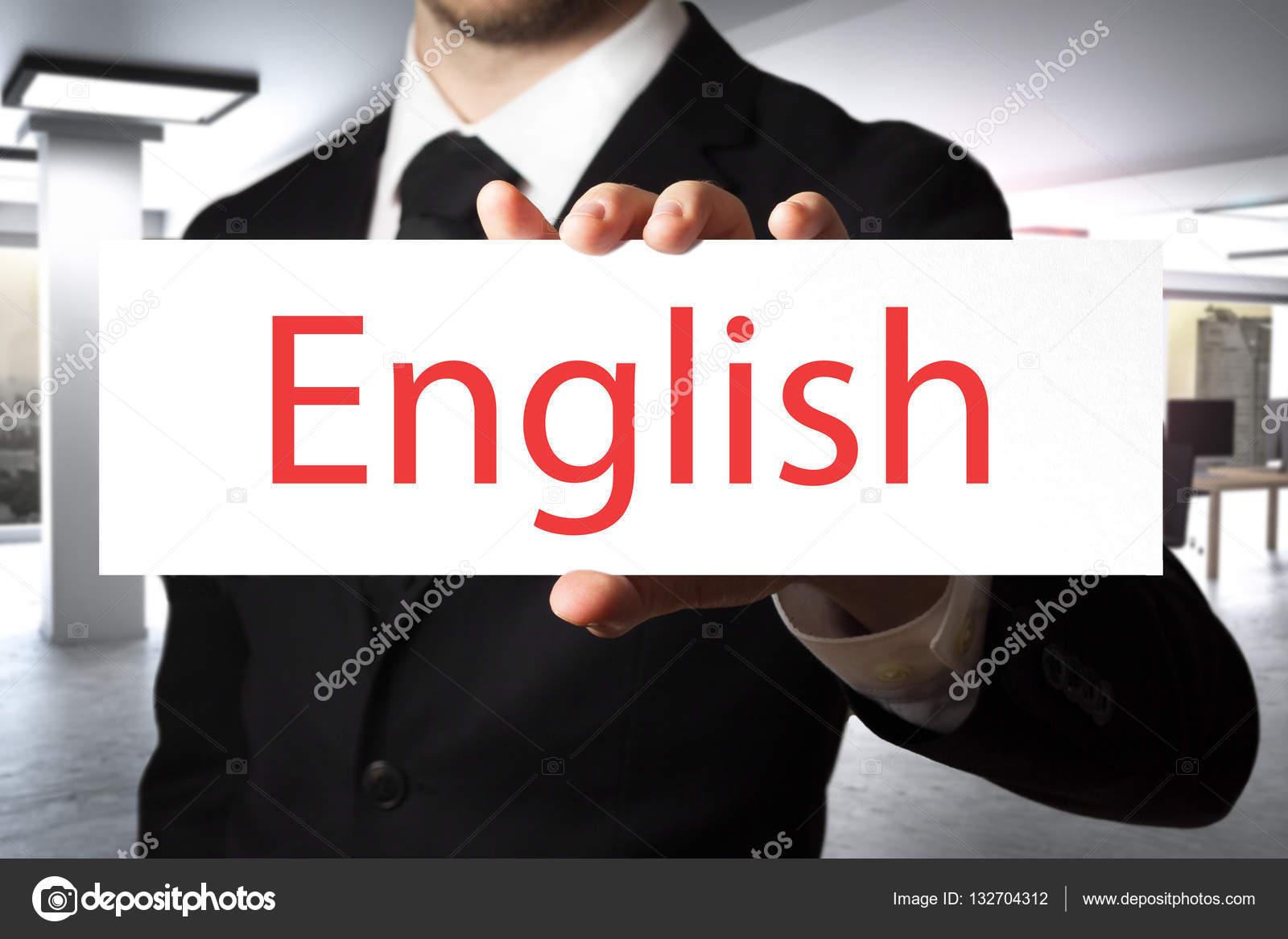 Ufficio In Inglese : Uomo d affari in ufficio che tiene iscriviti inglese u foto stock