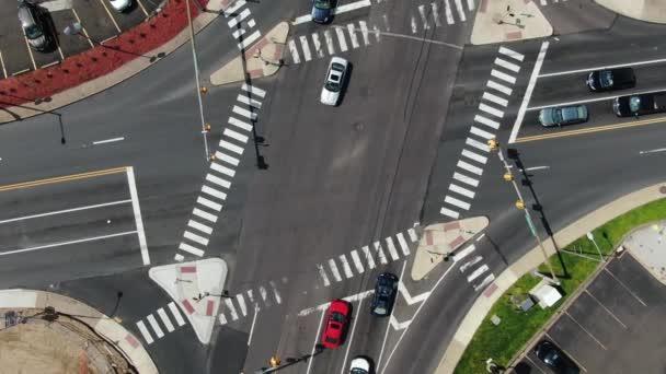 Street Rd  Bustleton Pike. Provoz na křižovatce na předměstí Filadelfie .