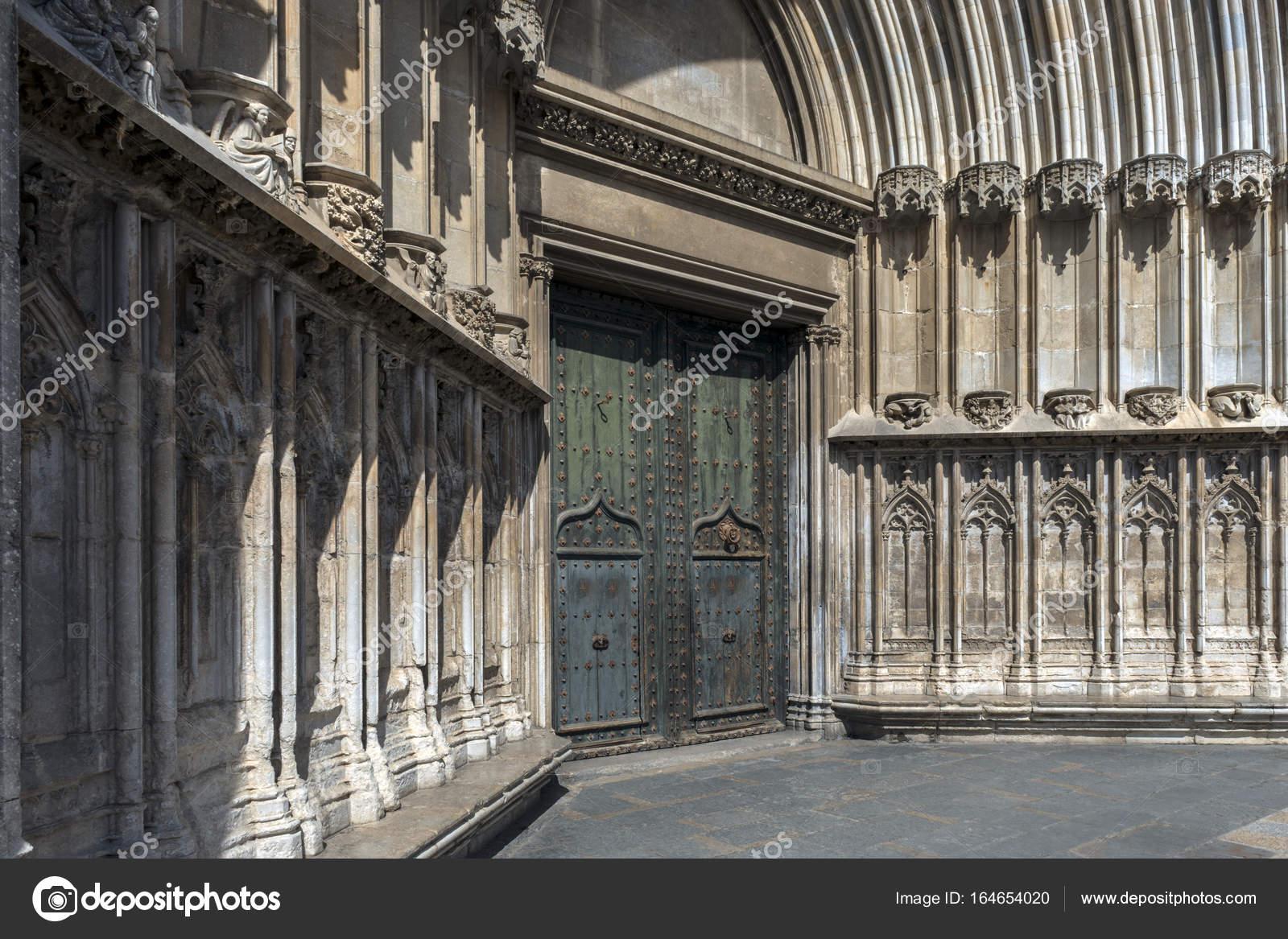 Acojedor Elementos De La Catedral De Girona Fotos De Stock