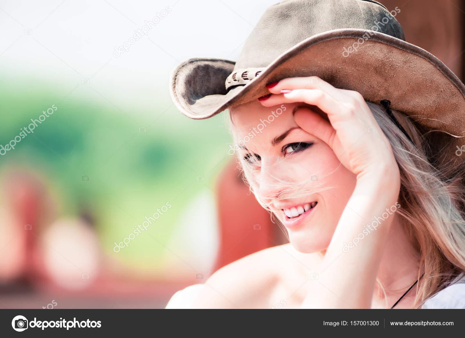 Con Donna Il Sexy Cowboy Di Sorridente Cappello qEdxtx