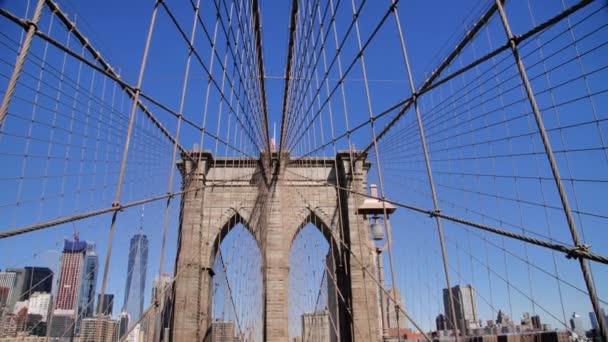 Kerékpáros Passz és Tömeg Séta a Brooklyn hídon, New York City