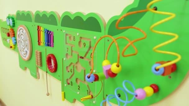 Dětská stěna hra pro rozvoj. Zaostření