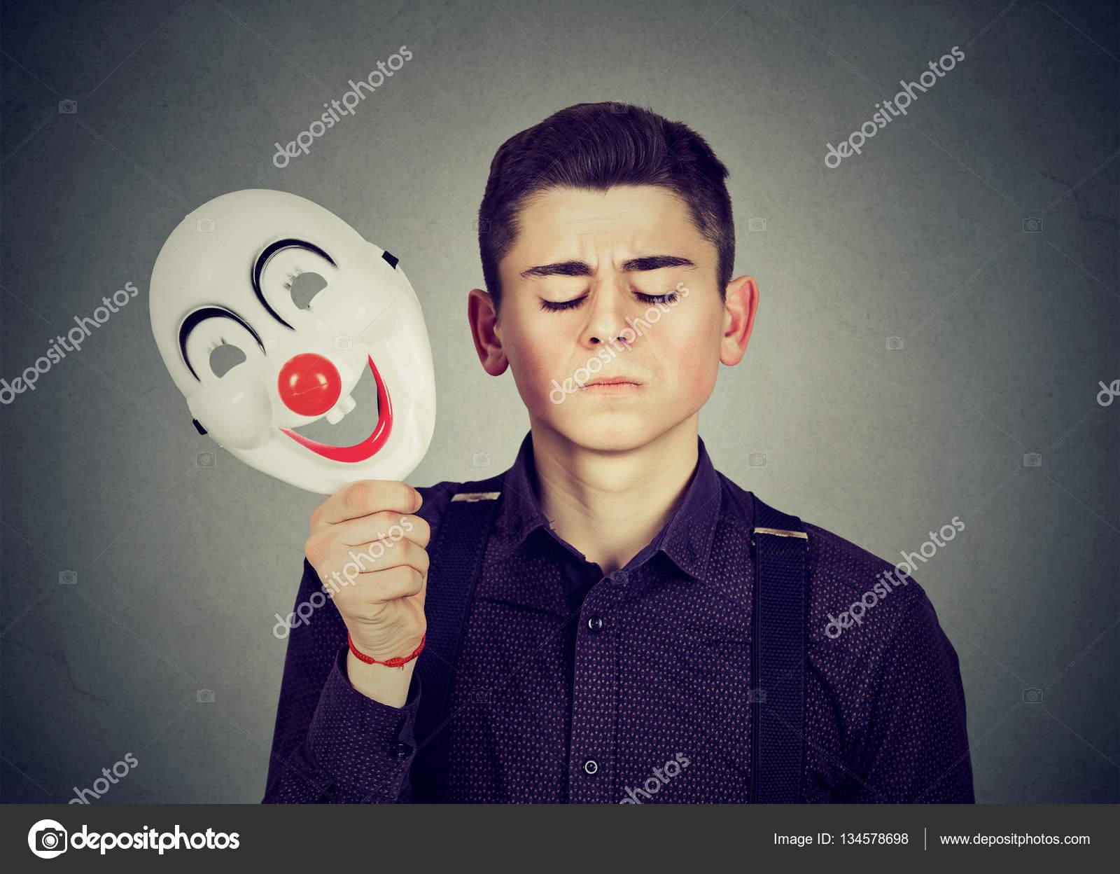 homme triste qui d collait masque de clown joyeux d doublement de la personnalit. Black Bedroom Furniture Sets. Home Design Ideas