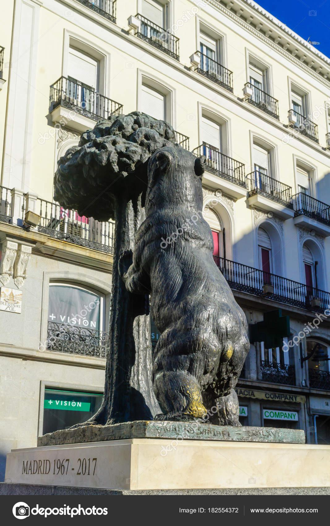 Estatua Del Oso Y El Madrono De Madrid Foto Editorial De Stock
