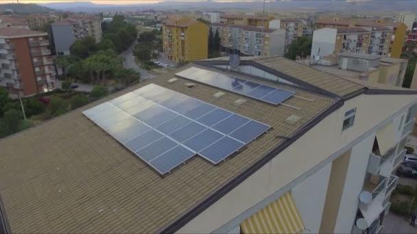 Abstraktní a konceptuální fotovoltaických panelů. Generalizující pohled