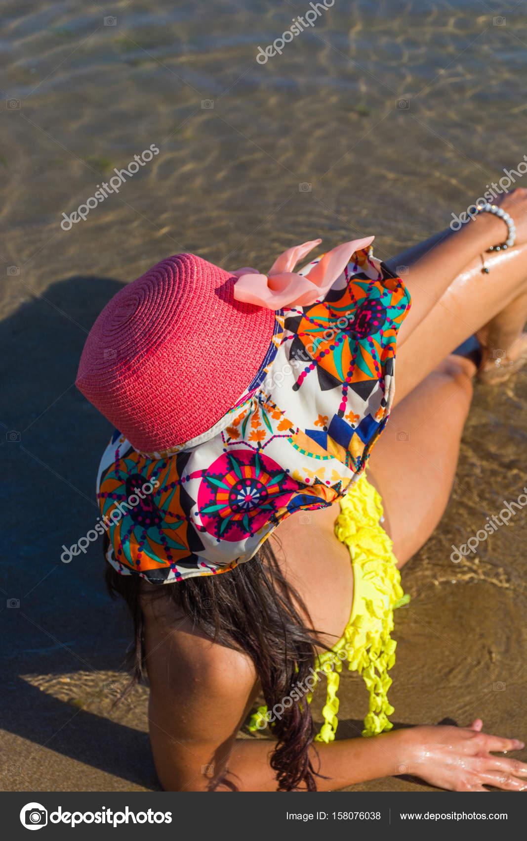 Чернокожие девчонки на пляже, грудастую брюнетку в зад