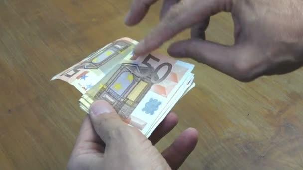 Hrabě peníze v eurech. Bankovky z padesáti a dvacet EUR