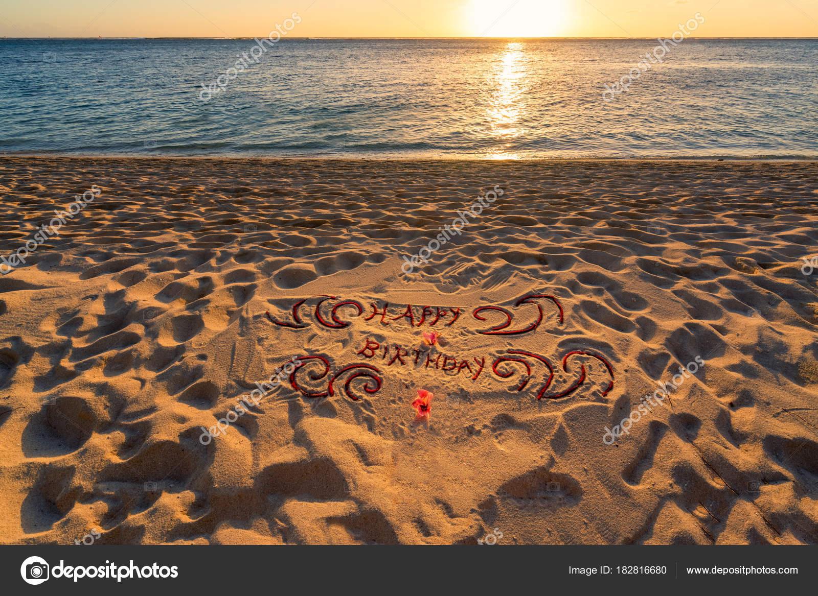 Manuscrite Joyeux Anniversaire Sur La Plage De Sable Photographie