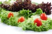 Vértes egy halom saláta mix saláta fehér alapon