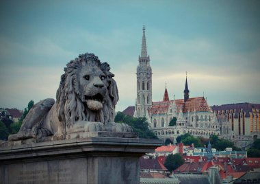the lion is a symbol of the tsarist monarchy on the bridges of Budapes