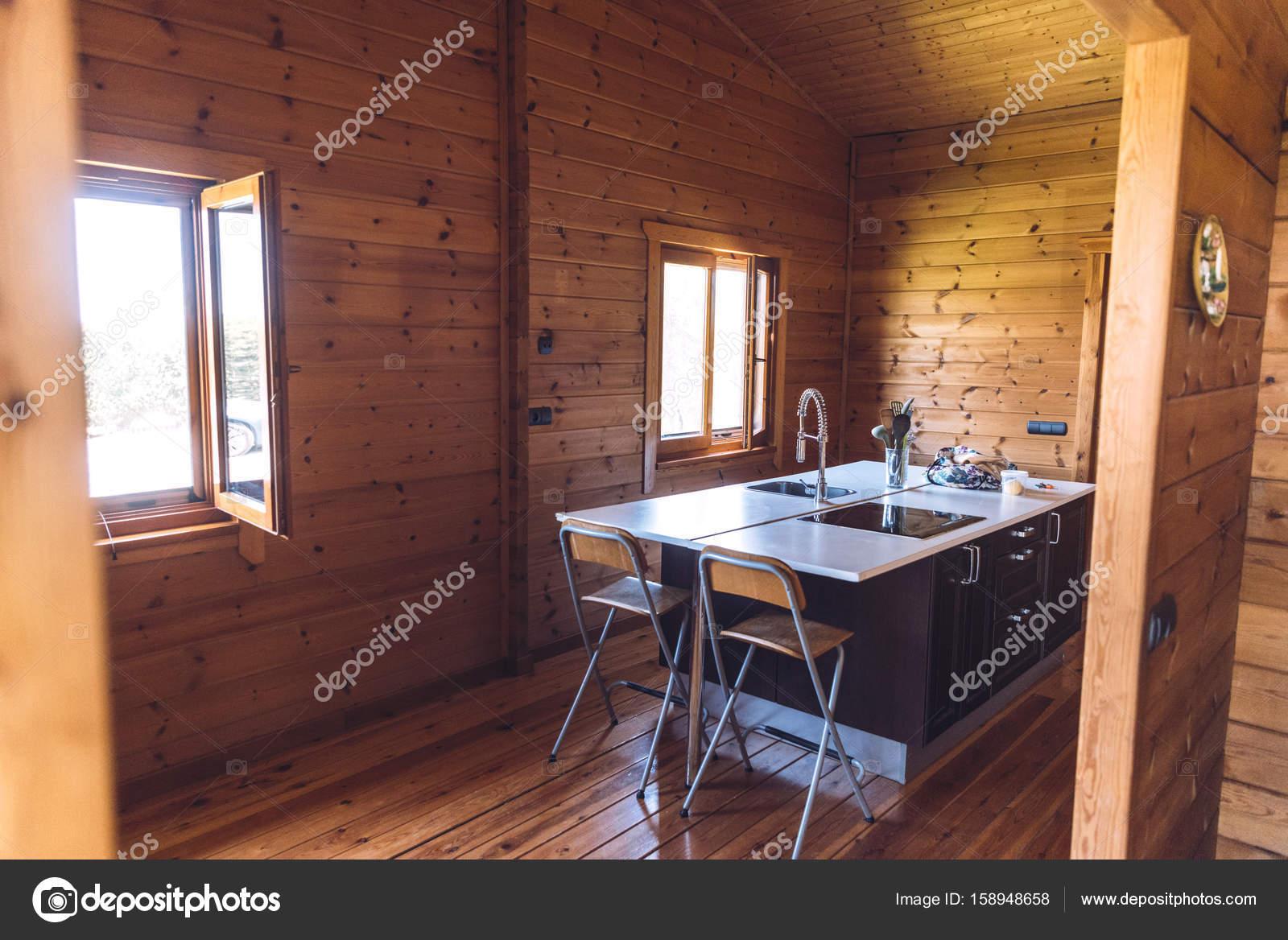 Moderne Kuche Im Holzhaus Stockfoto C Klublub 158948658