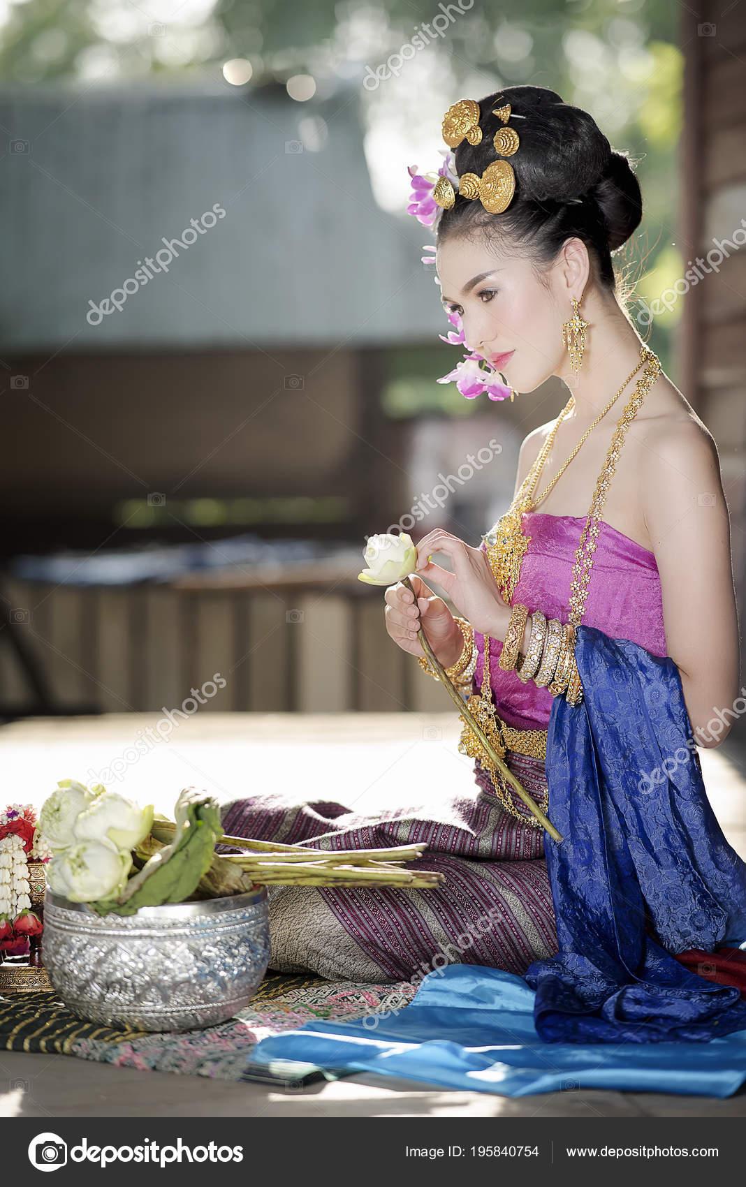 https://st3.depositphotos.com/3506113/19584/i/1600/depositphotos_195840754-stock-photo-young-beautiful-woman-thai-traditional.jpg