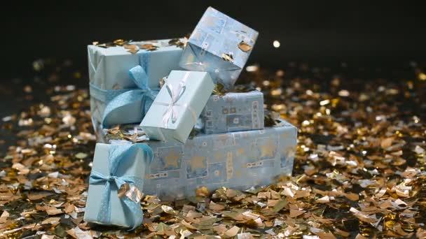 Zlaté konfety na modré dary boxy