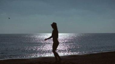 Видео женщин на море фото 615-556