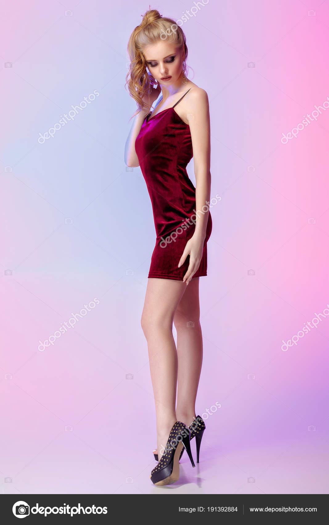 mujer en traje de luces de colores brillantes — Foto de stock ...