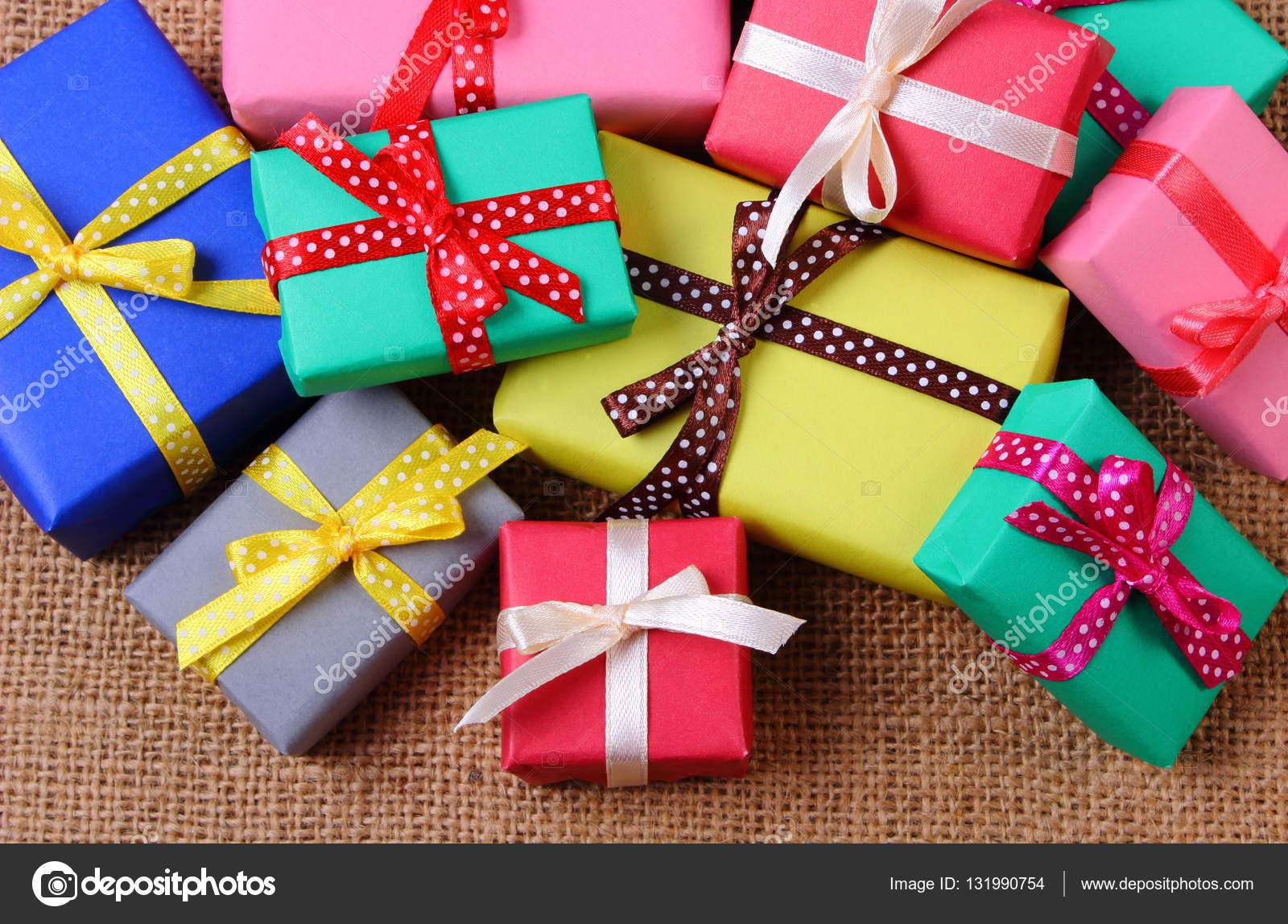 Fotos Regalos Envueltos Montón De Regalos Envueltos Para Navidad