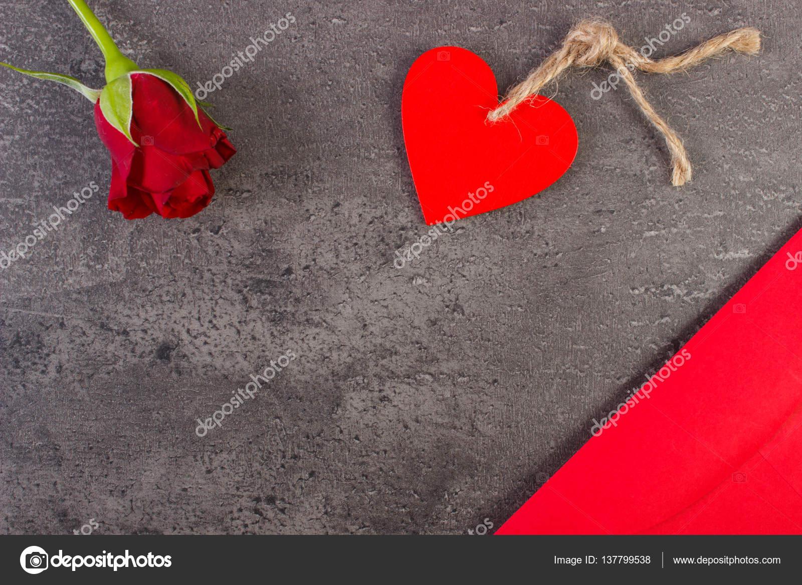 Decoration De Rose Rouge Coeur Et Lettre D Amour Pour La Saint