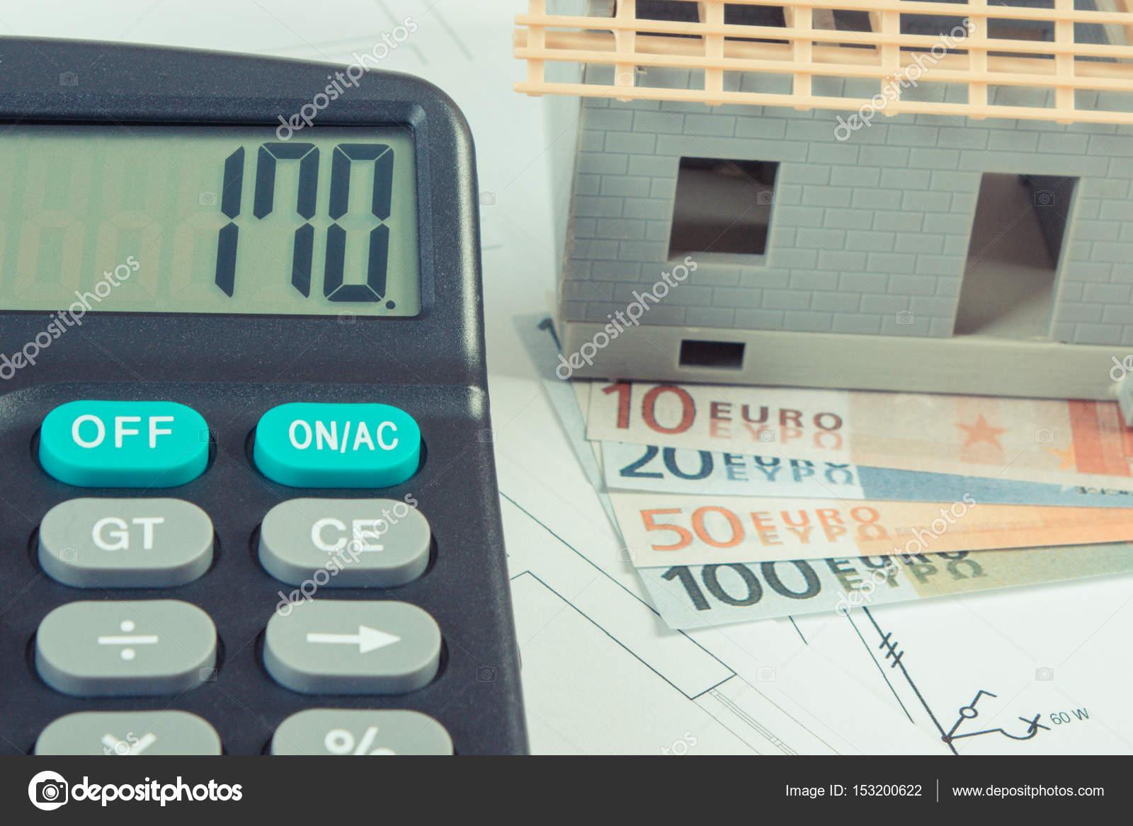 Haus Im Bau, Taschenrechner Und Währungen Euro Auf Elektrische Zeichnungen  Und Diagramme U2014 Stockfoto