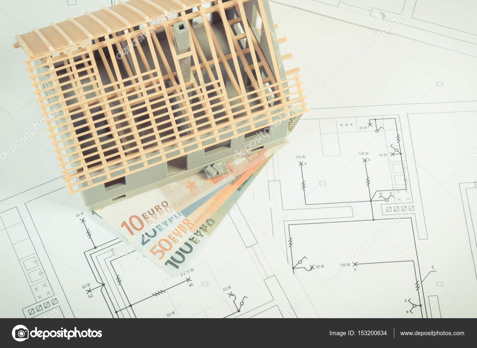 Haus Im Bau Und Währungen Euro Auf Elektrische Zeichnungen Und Diagramme  Für Projekt, Heimat Kosten