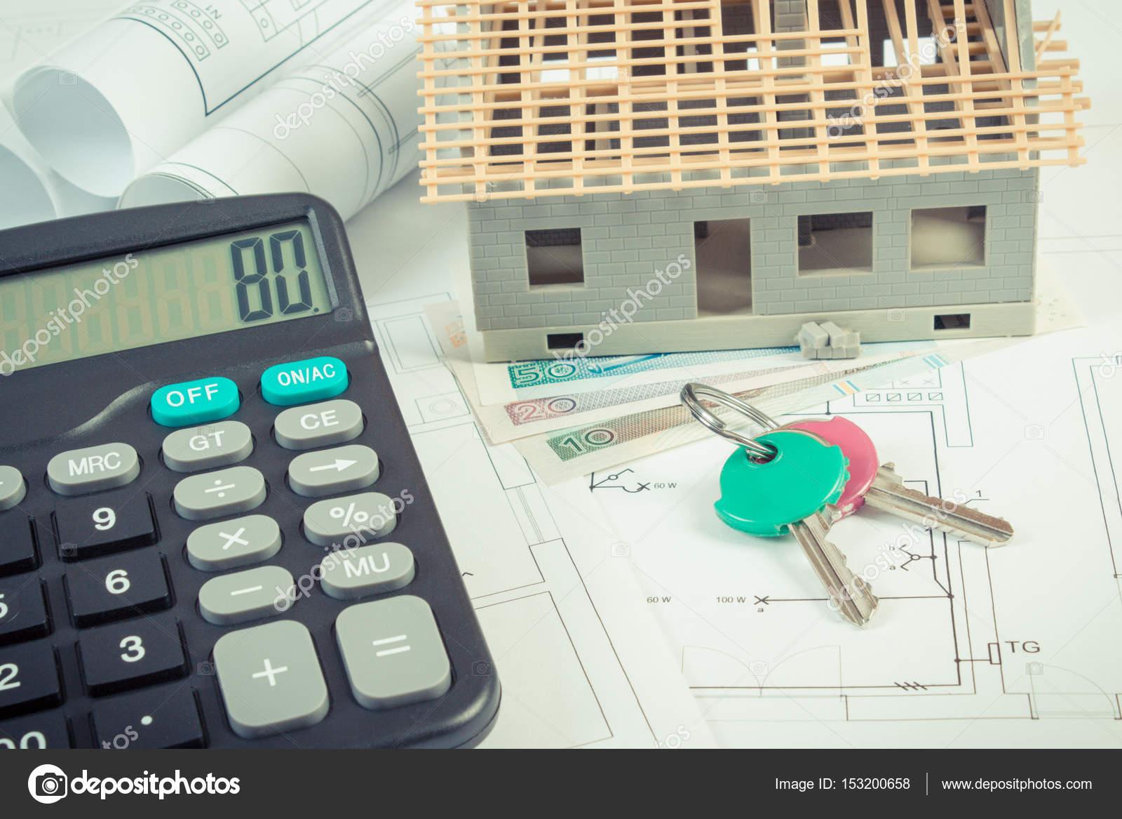 Haus Im Bau, Schlüssel, Taschenrechner Und Polnische Währung Geld Auf  Elektrische Zeichnungen Und Diagramme