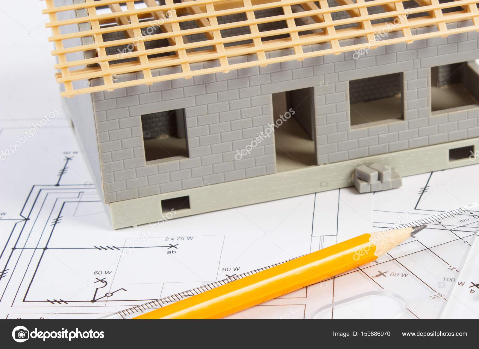 Haus im Bau und Zubehör zum Zeichnen auf elektrische Schaltpläne für ...